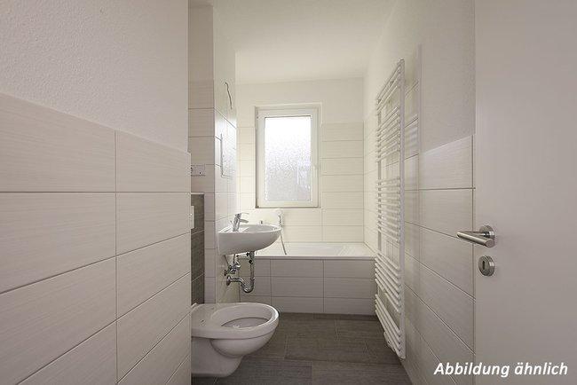 Bad: 3-Raum-Wohnung Paul-Suhr-Straße 48c
