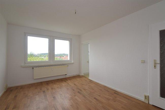 Wohnzimmer: 2-Raum-Wohnung Plutostraße 4