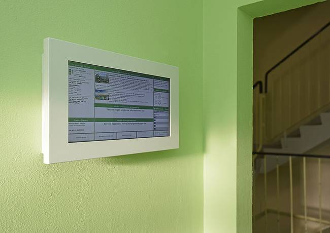 Digitale Haustafeln: 3-Raum-Wohnung Genthiner Straße 8