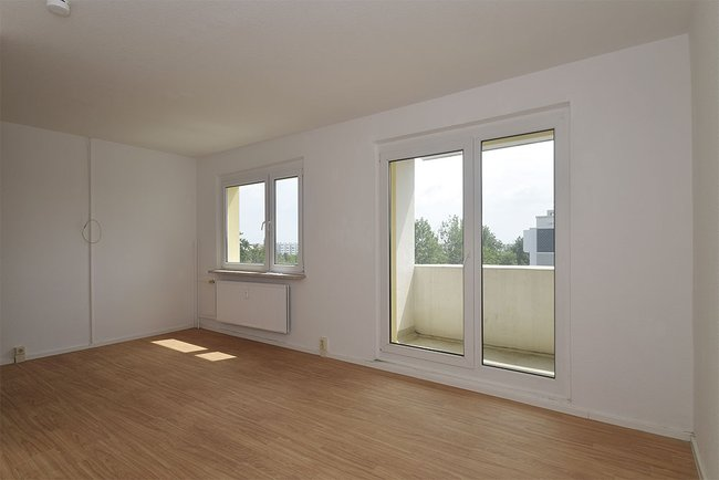 Wohnzimmer: 4-Raum-Wohnung Genthiner Straße 7
