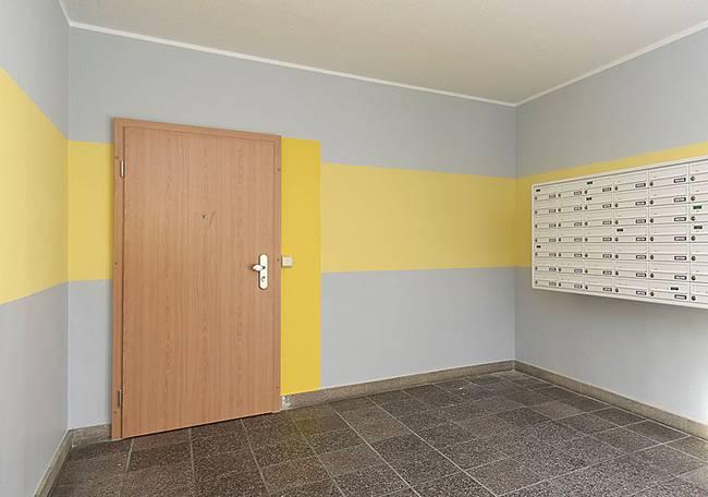 Hauseingang: 1-Raum-Wohnung Karpfenweg 18