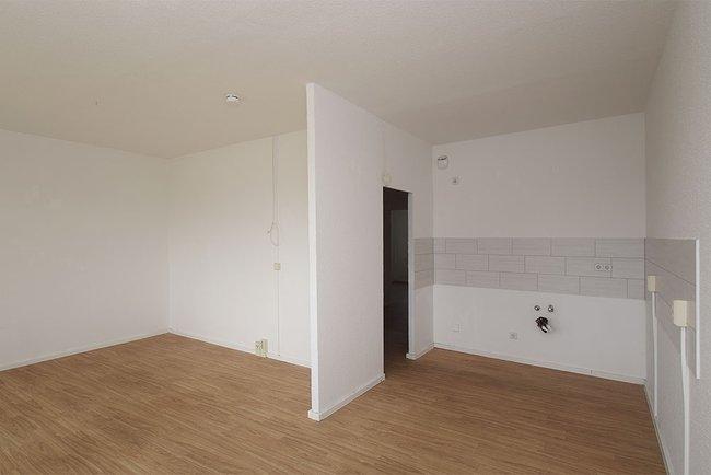 Küchenbereich: 4-Raum-Wohnung Genthiner Straße 7