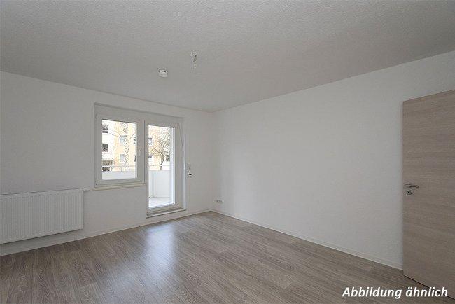 Wohnzimmer: 3-Raum-Wohnung Paul-Suhr-Straße 48c