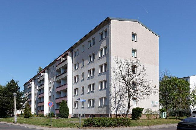 Hausansicht: 2-Raum-Wohnung Plutostraße 8
